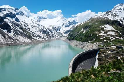 Der Stausee Kaprun – Teil der Kraftwerks Kaprun, einer Gruppe von Wasserkraftwerken der Gemeinde Kaprun im Bundesland Salzburg. Nutzung der Wasserkraft in Österreich für die umweltfreundliche Energieerzeugung.